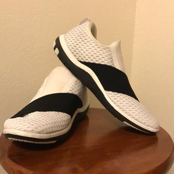 Nike laceless shoes. M 5a6011cd077b9782f743a1f8 4700c5982